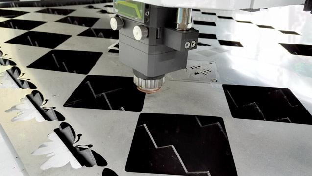 布洛尔金属激光切割机