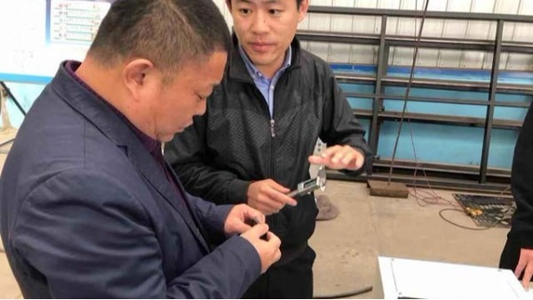 青岛万总一行来厂验收激光切割机