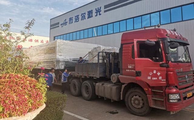 大包围式激光切割机发往河北沧州